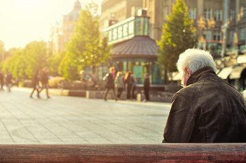 Starszy człowiek, zdjęcie ilustracyjne