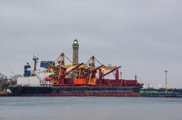 Statek w porcie, zdjęcie ilustracyjne