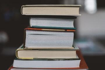 Stos książek, zdjęcie ilustracyjne