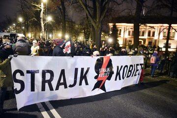 Strajk Kobiet protestuje przeciwko wprowadzonemu zakazowi, zdj. ilustracyjne