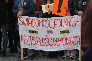 Strajk nauczycieli. Jeden z bannerów na wcześniejszej demonstracji