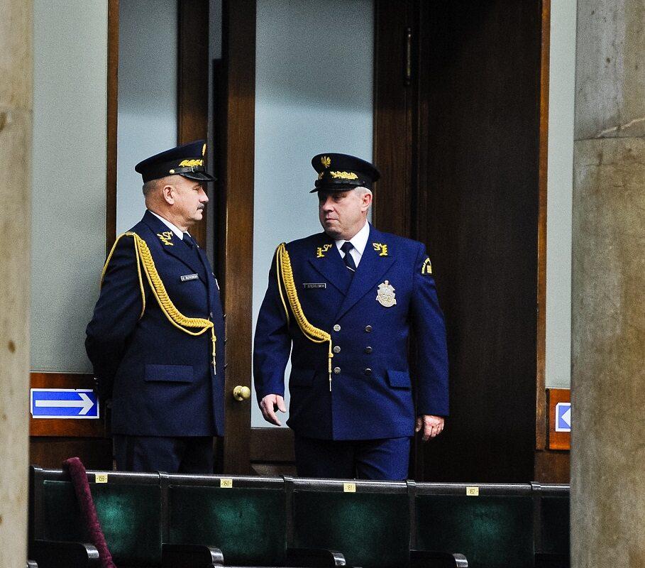 Straż Marszałkowska na sali obrad