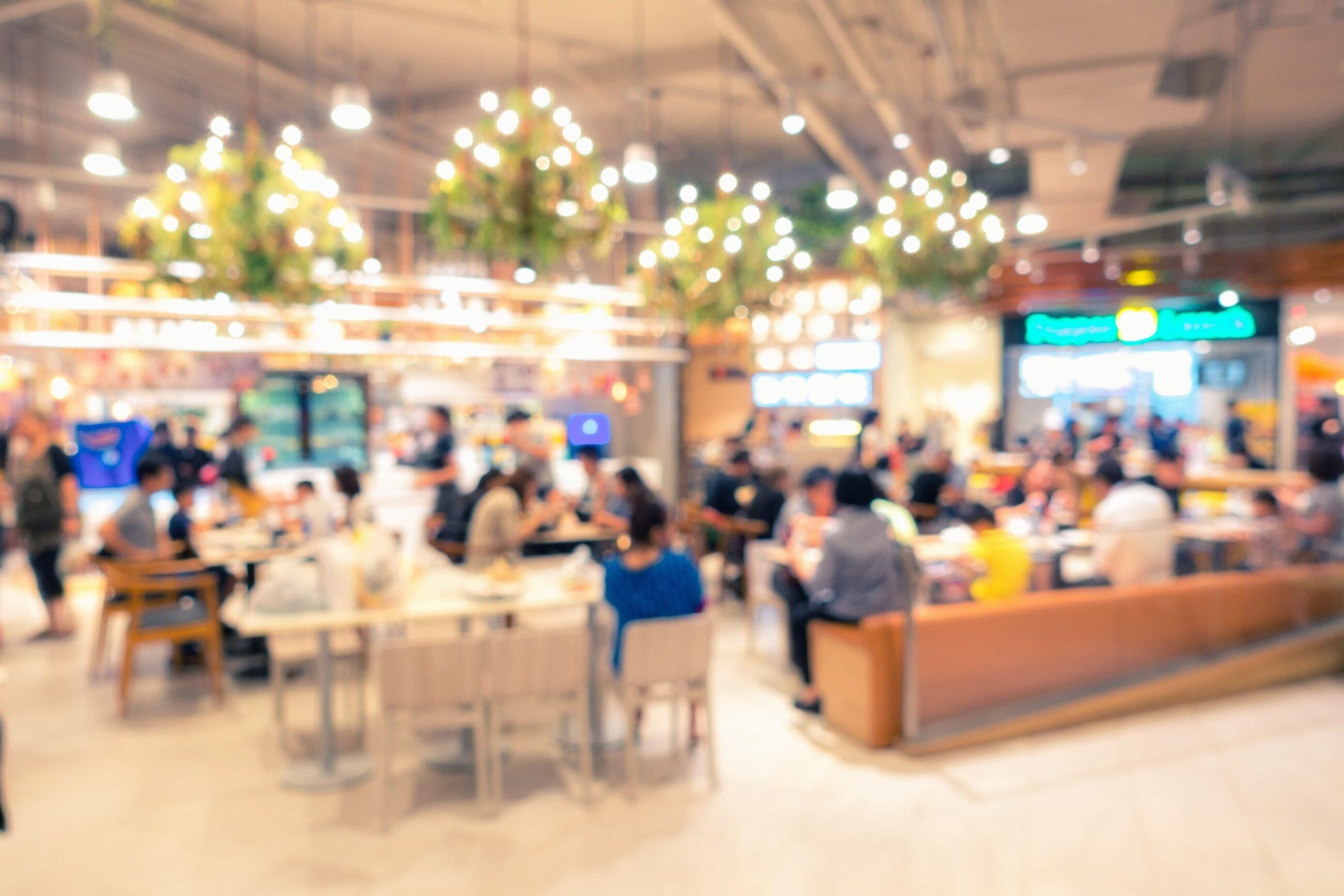 Strefa restauracyjna w galerii handlowej