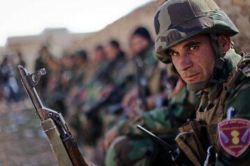 Syryjscy Kurdowie walczący z Daesh - (Peszmergowie)