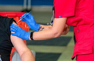 Szczepienie przeciwko COVID-19