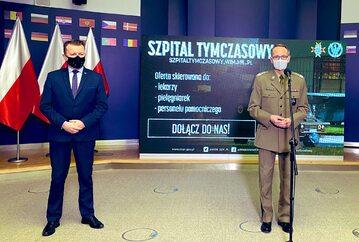 Szef MON Mariusz Błaszczak i dyrektor WIM, gen. dyw. Grzegorz Gielerak