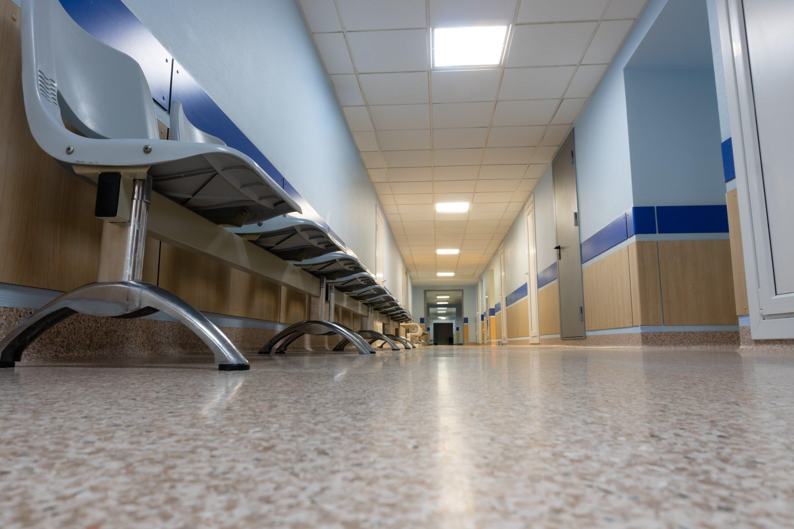 Szpitalna poczekalnia, zdjęcie ilustracyjne