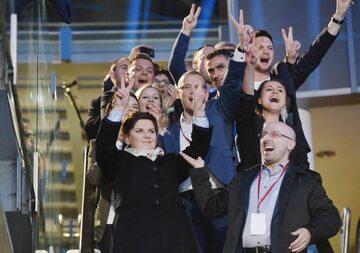 Sztab Beaty Szydło w trakcie kampanii w 2015 roku