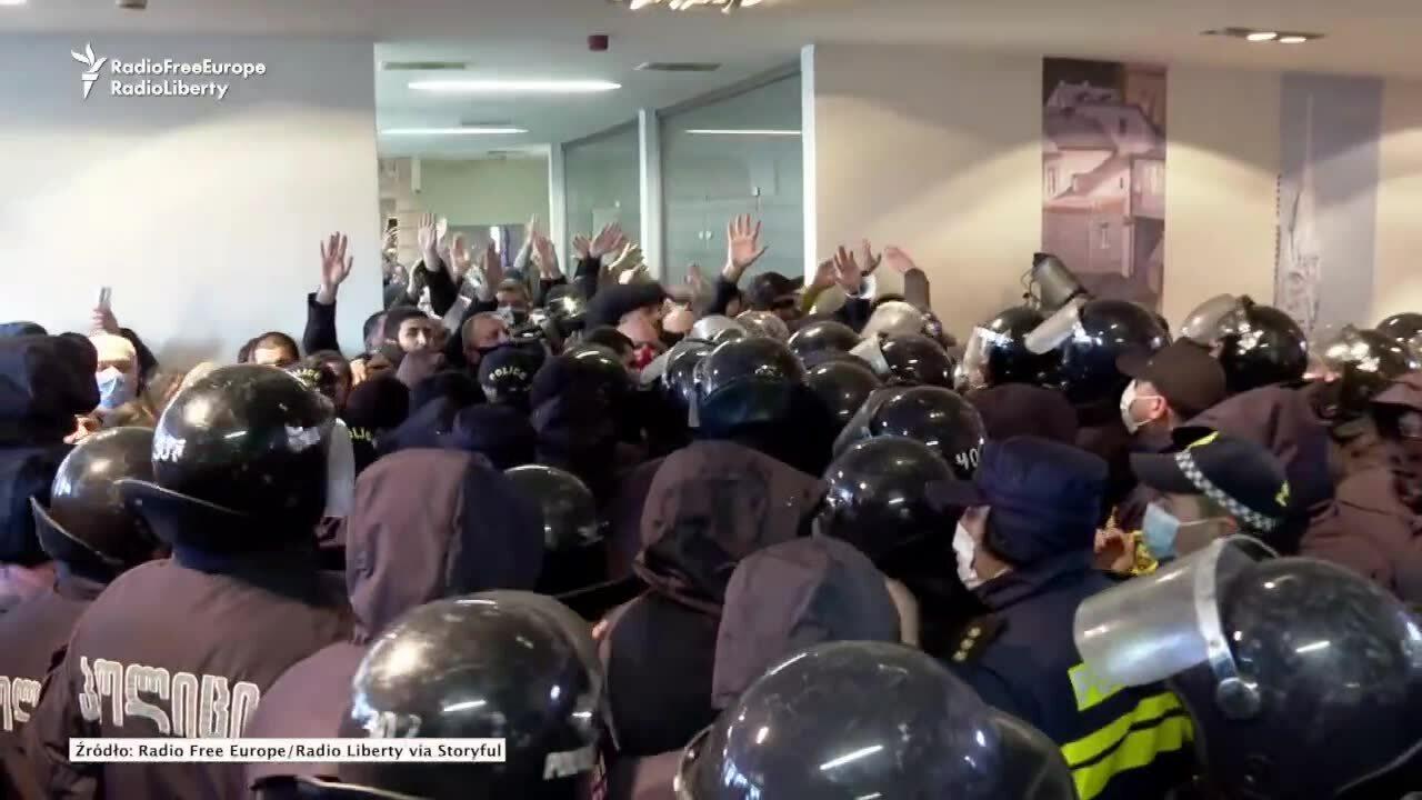 Niespokojnie w Gruzji. Lider opozycji zatrzymany podczas szturmu na biuro jego partii