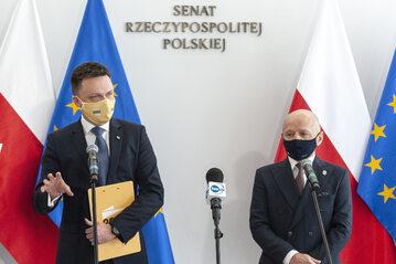 Szymon Hołownia i Jacek Bury podczas konferencji prasowej