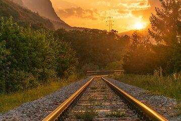 Szyny kolejowe, zdjęcie ilustracyjne