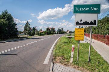 Tabliczka przed wjazdem do Tuszowa Narodowego
