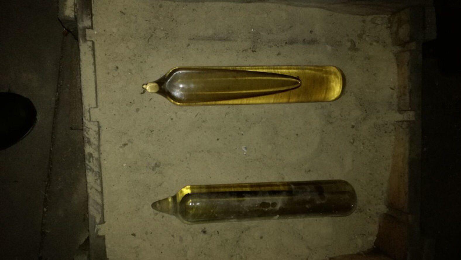 Tajemnicze pojemniki znalezione na strychu domu w Jędrzejowie