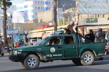 Talibowie podczas patrolu ulic