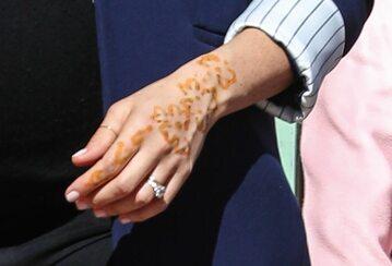 Tatuaż z henny na dłoni księżnej Meghan