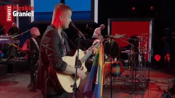 Tęczowa flaga podczas koncertu Męskiego Grania