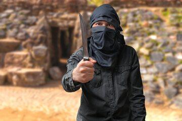 Terrorysta z nożem - zdjęcie ilustracyjne