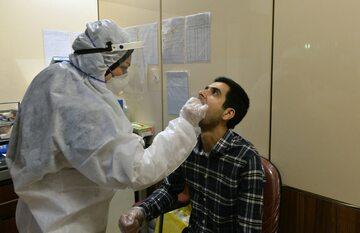 Test na koronawirusa przeprowadzany w Teheranie