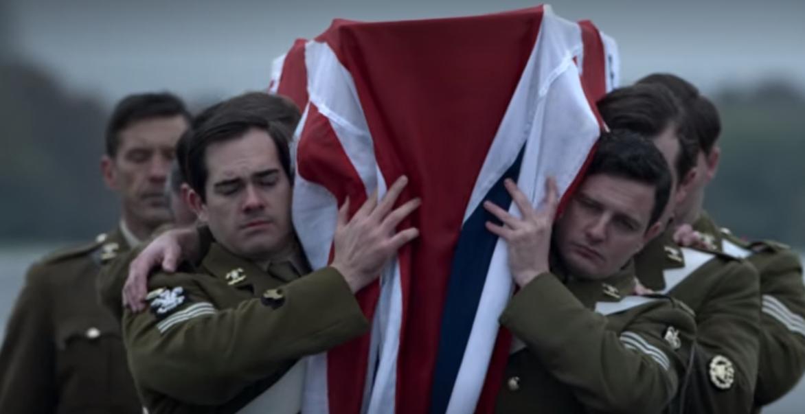 """""""The Crown"""". Scena z trumną majora Hugh Lindsaya"""