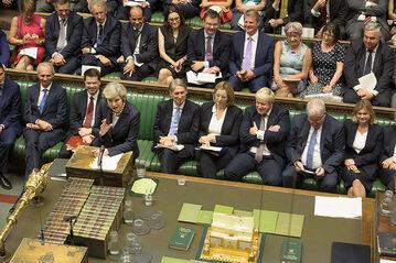 Theresa May przemawia podczas posiedzenia Izby Gmin
