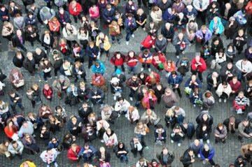Tłum, zdj. ilustracyjne