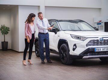 Toyota Pewne Auto. Salon samochodowy