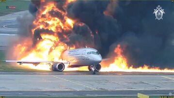 Tragiczne lądowanie i pożar samolotu Suchoj Superjet 100 na lotnisku w Moskwie