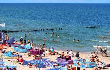 Turyści na plaży, zdjęcie ilustracyjne