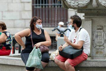 Turyści w maseczkach w Madrycie