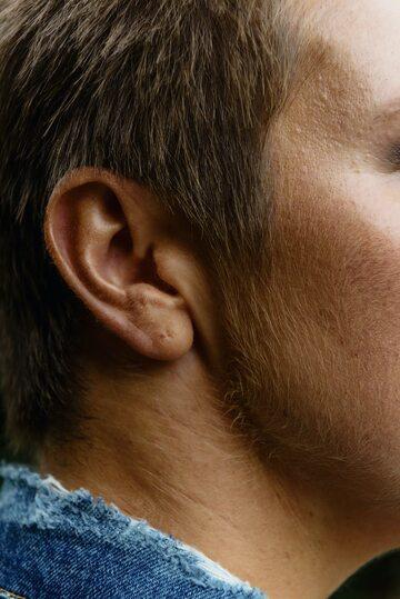 Ucho mężczyzny