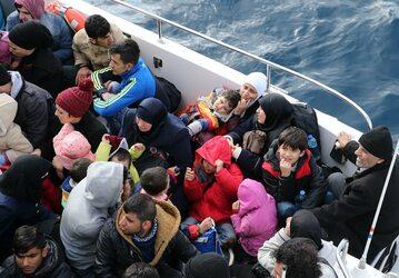 Uchodźcy, którzy płyną do wybrzeży Grecji