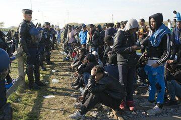 Uchodźcy w Calais, zdjęcie ilustracyjne