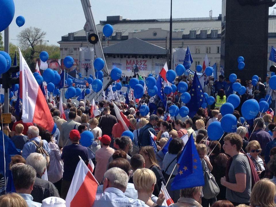 Uczestnicy Marszu Wolności na Placu Bankowym