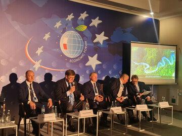 """Uczestnicy panelu """"Europejski Rok Kolei – szansa na rozwój"""", zorganizowanego podczas Forum Ekonomicznego w Karpaczu"""