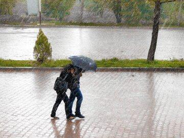 Ulewny deszcz, zdjęcie ilustracyjne