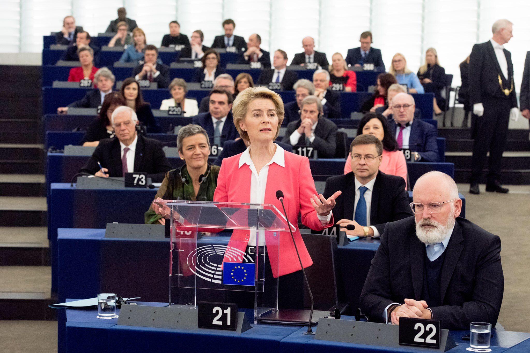 Ursula von der Leyen apeluje o poparcie składu jej komisji przed Parlamentem Europejskim
