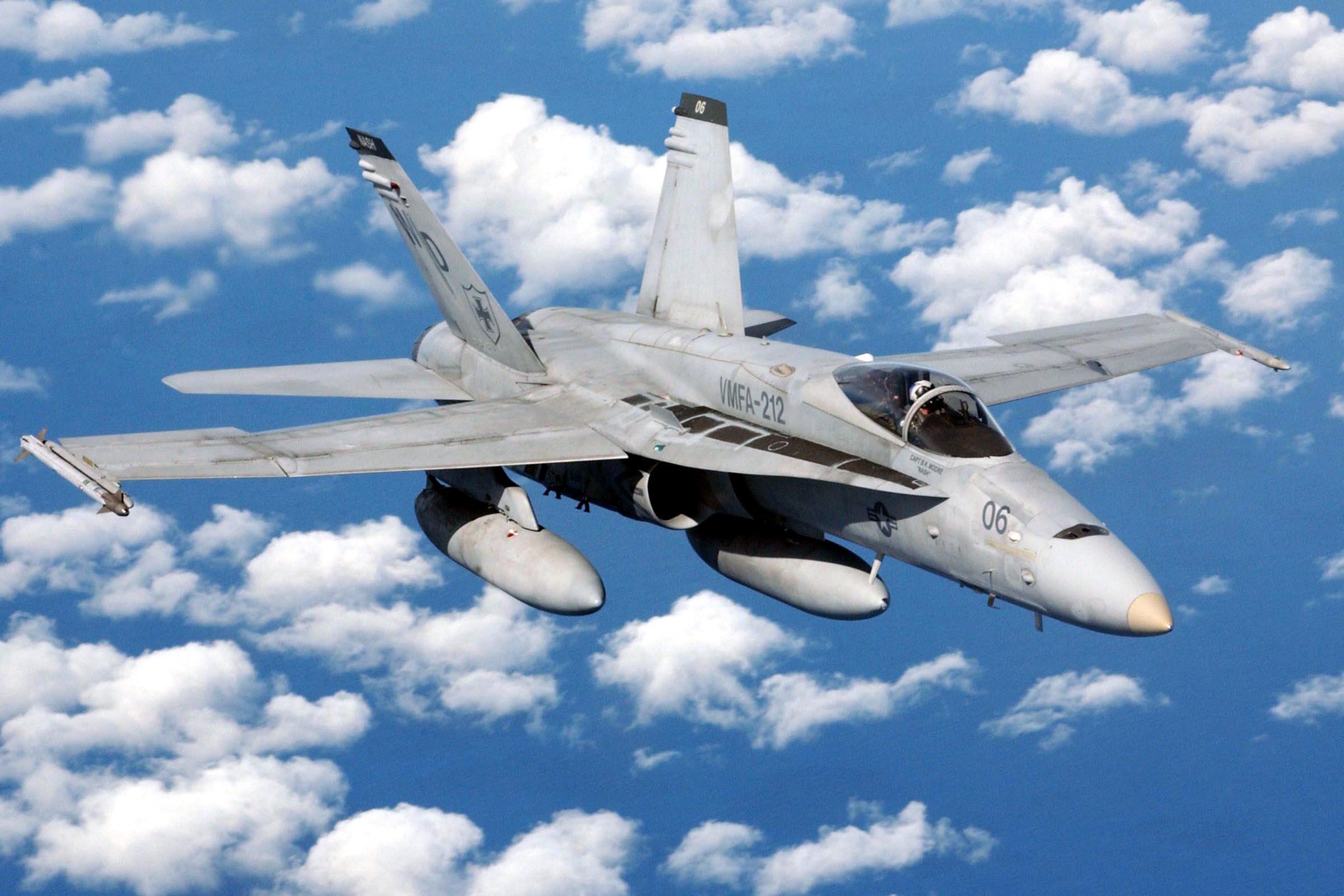 USMC F/A-18 w locie