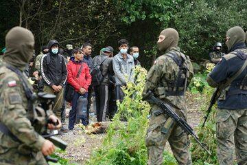 Usnarz Górny. Uchodźcy na pasie ziemi niczyjej na granicy Polski i Białorusi