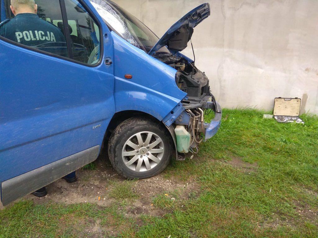 Uszkodzony w wypadku Opel Vivaro