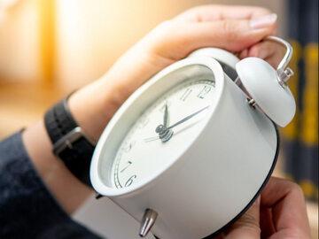 W ostatnią niedzielę października cofamy zegarki z 3:00 na 2:00