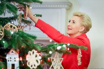 W Pałacu Prezydenckim jest już choinka. Ozdabiała ją m.in. Agata Kornhauser-Duda