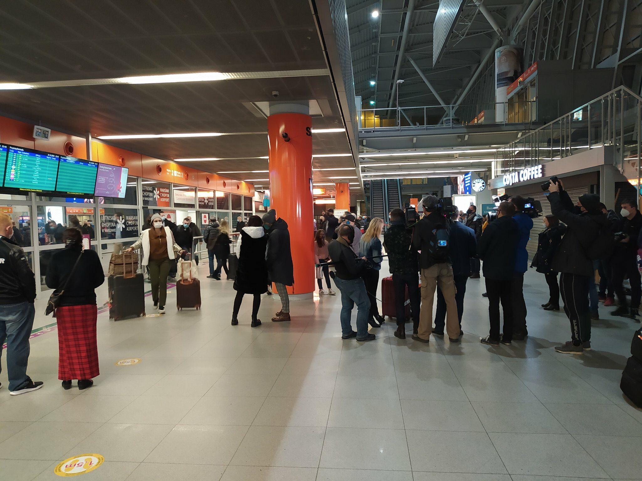 W poniedziałek Polacy wracali ostatnimi samolotami z Wielkiej Brytanii