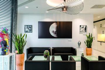 W wieżowcu Q22 OmniOffice oferuje 160 biur różnej wielkości