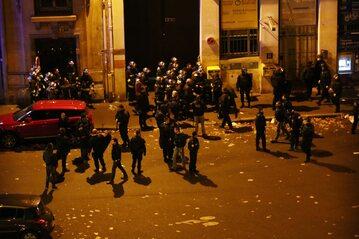 W wyniku ataku na salę koncertową Bataclan zginęło 90 osób