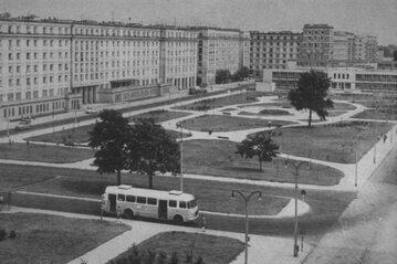 Warszawa, plac Leńskiego (dziś Hallera) w połowie lat 60. XX w.
