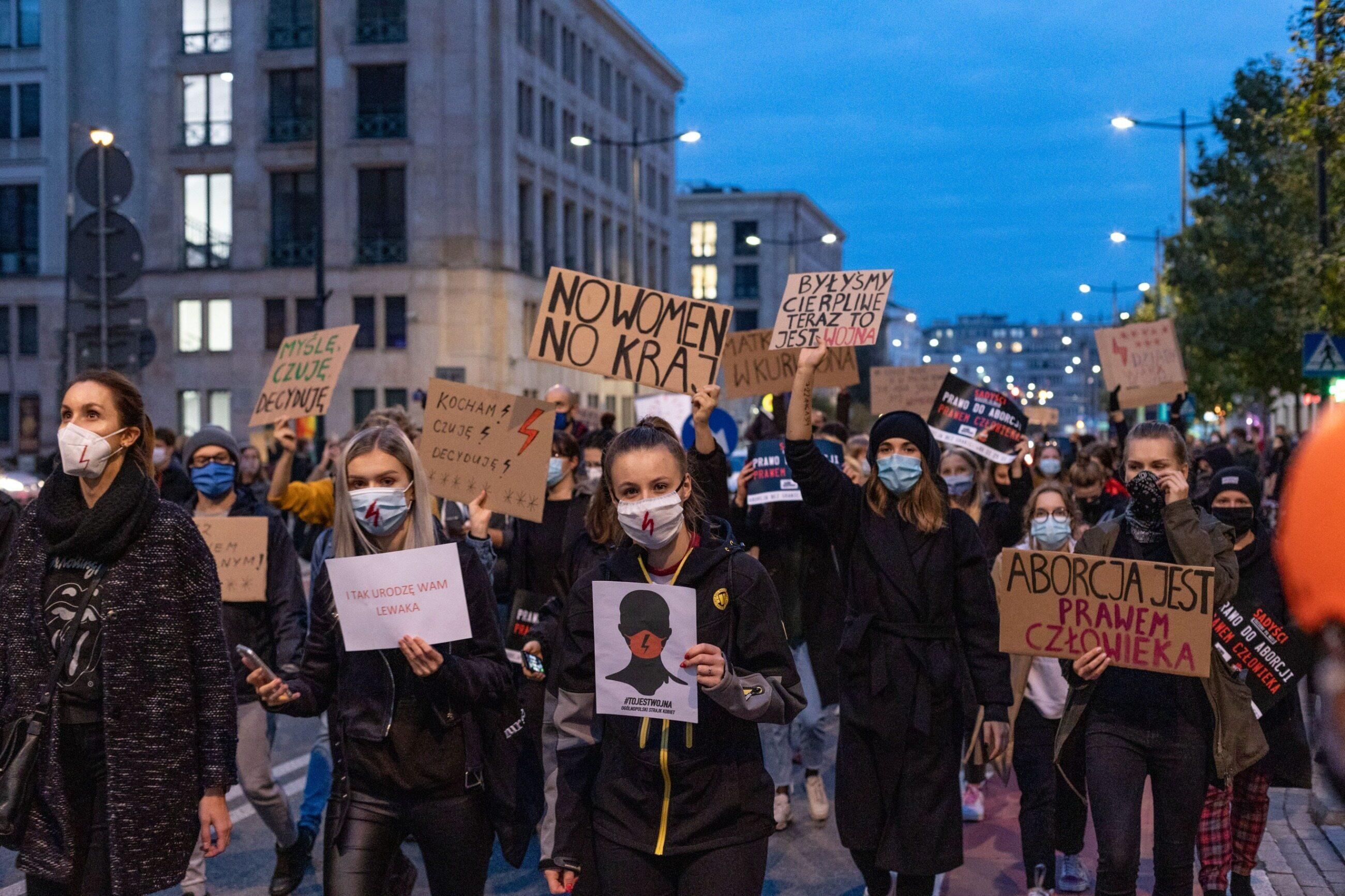 Warszawa. Protest ws. zaostrzenia prawa aborcyjnego