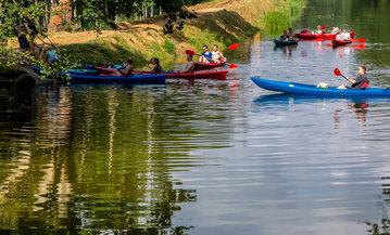 Wda w okolicach Borska. Kto pierwszy do brzegu – niebiescy czy czerwoni?