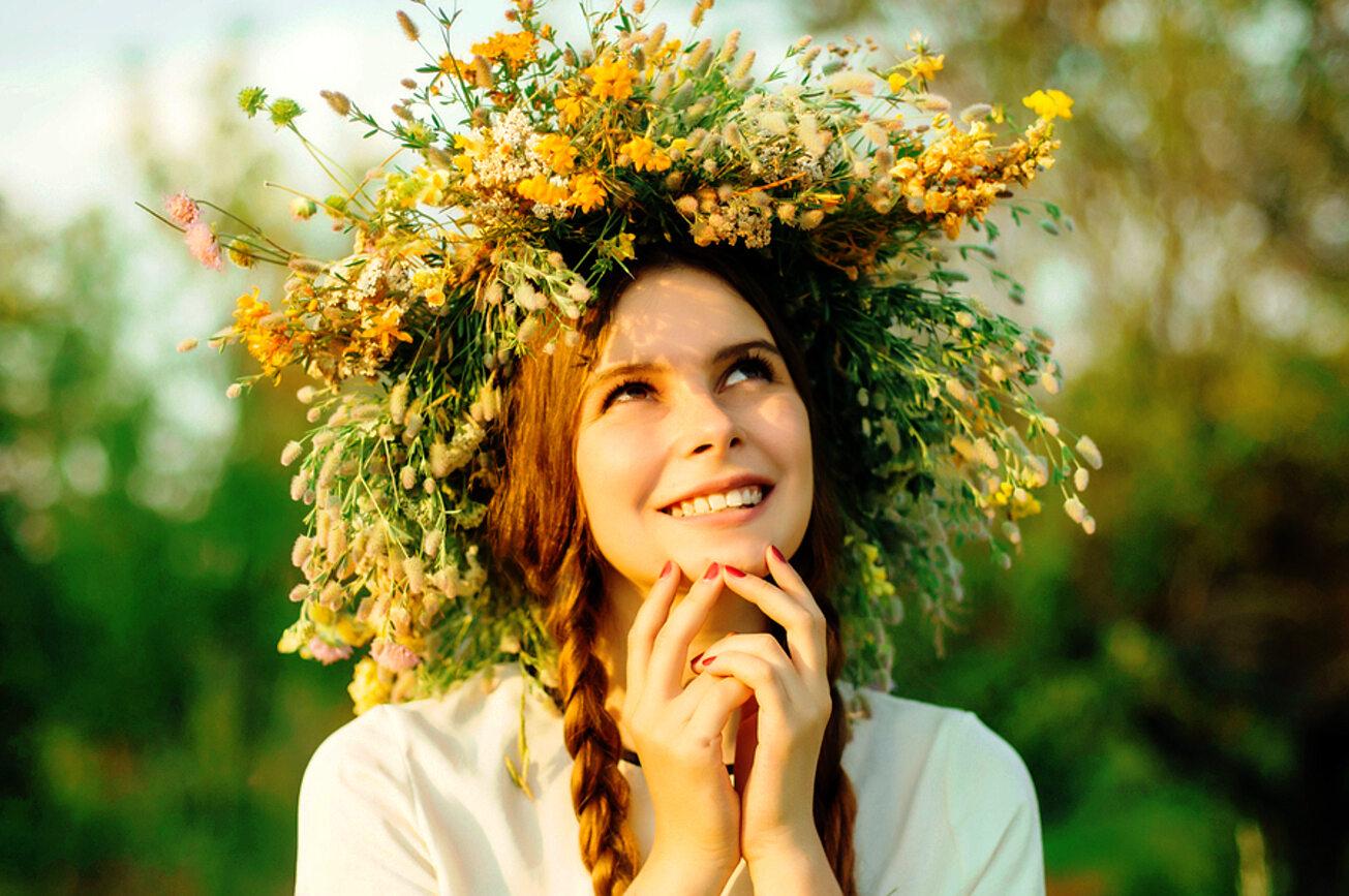 Wedle dawnych zwyczajów w Sobótkę, czyli Noc Kupały wianki miały zapewnić pannom powodzenie w miłości, zdrowie lub bogactwo.