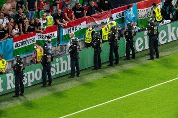 Węgierscy kibice i policja