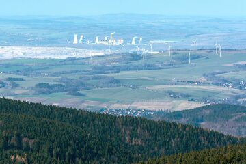 Widok na kopalnię i elektrownię Turów